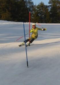 Slalomtrening i Liabakken, april 2015, Nora Stormyhr fra gruppe 5 i farta. (Foto: Ole Edvard Weisæth)